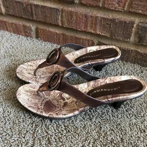 Cloudwalkers Women's Sandals Slippers.